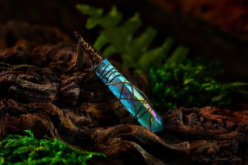 Seelenstein Halskette Türkisblauer Quarzkristall mit Regenbogenschimmer-31