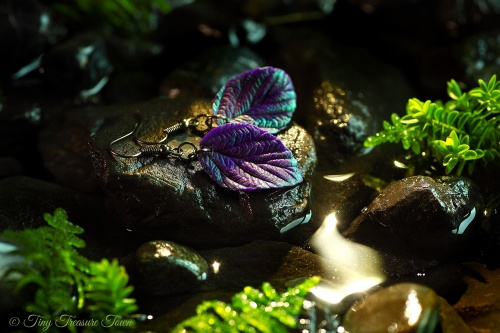 """Handgemachte """"Verzauberte Blätter"""" Ohrringe Dunkellila mit magischem blaugrünem Schimmer-31"""