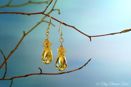 Feen Tautropfen Ohrringe Goldfarben Honiggelb mit buntem Schimmer-31