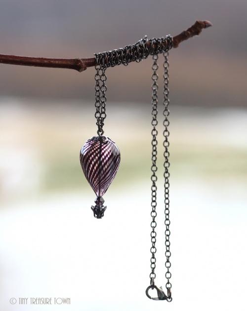 Heißluftballon Halskette Gunmetal Schwarzlila Transparent-31