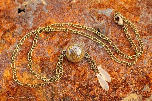 Zeit im Glas Kette - Kleine Kugel bronzefarben