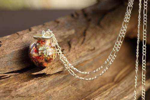 Magische Flöckchen Kette - Metallisch bunt und silberfarben - Kugel