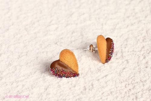 Handgemachte Keks Ohrringe - Kleine Herzen vollmilch