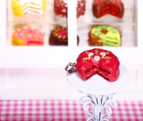 Fimo Torten Kette - Erdbeere Banane Waffelröllchen