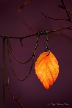"""Handgemachte """"Waldgeheimnis"""" Blatt Halskette - Warme Herbsttöne"""