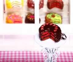 Fimo Torten Kette - Erdbeere Schoko Zartbitterschokolade